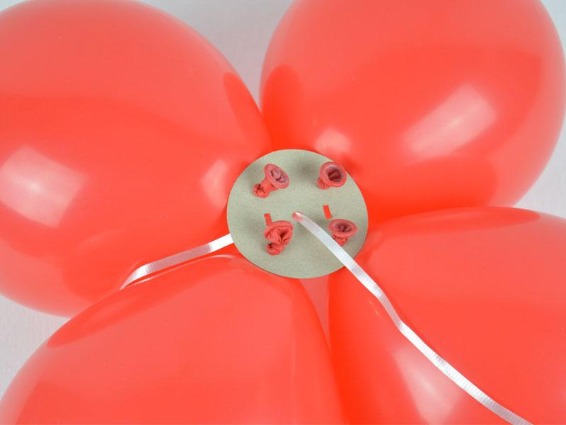 Luftballons in dem Steckmodul für die Ballongirlande
