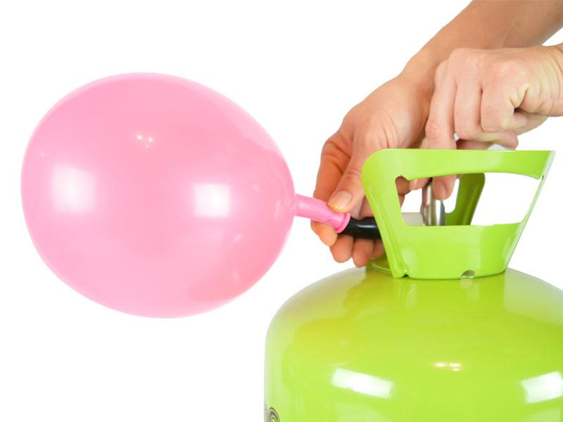 Helium groß mit halb aufgeblasenen Latexballon