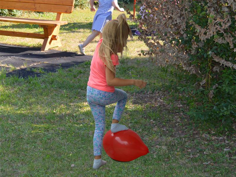 Geburtstags Spiel Luftballons zerplatzen